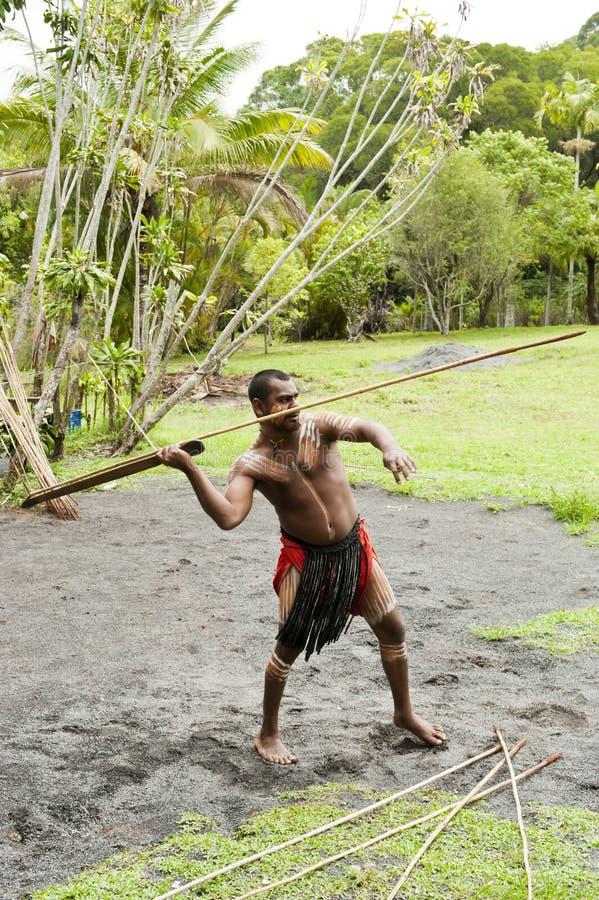 Aborigen lanzando el speer foto de archivo
