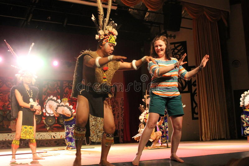Aboriginal Warrior invite visitor dance togather stock images