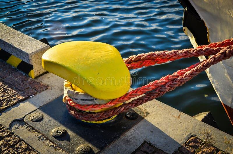 Abrégé : Borne et corde images stock