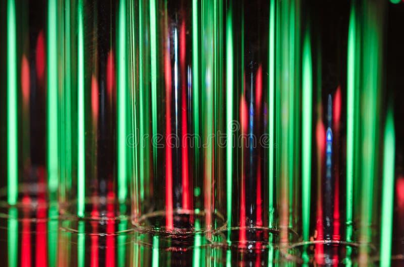 Abrégé de Noël : Filets verticaux du feu rouge et vert formant un fond de vacances photo stock