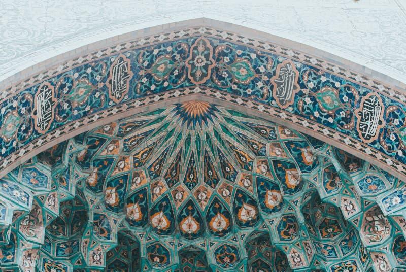 Abrégé plafond arabe, arche mosaïque de la mosquée, photo libre de droits