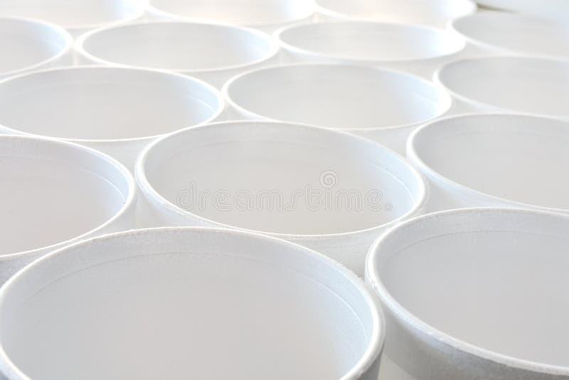 Abrégé sur blanc tasse de café de mousse de styrol photos stock