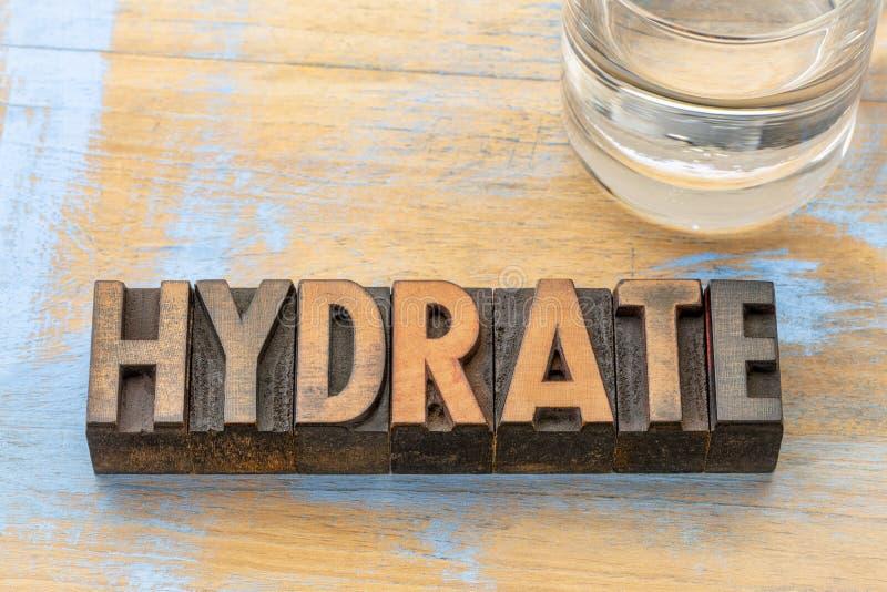 Abrégé sur mot d'hydrate dans le type en bois images libres de droits