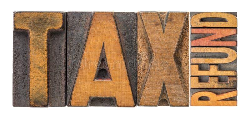 Abrégé sur mot de remboursement d'impôt fiscal dans le type en bois photographie stock libre de droits