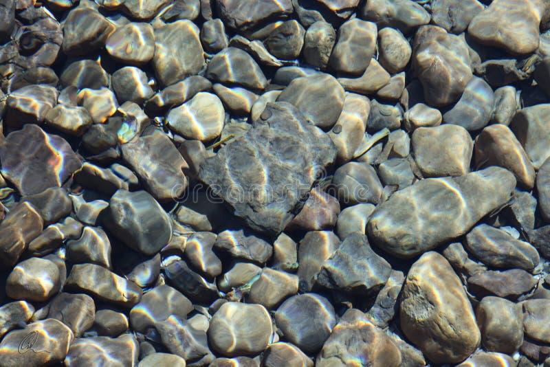 Abrégé sur roche de rivière photos libres de droits