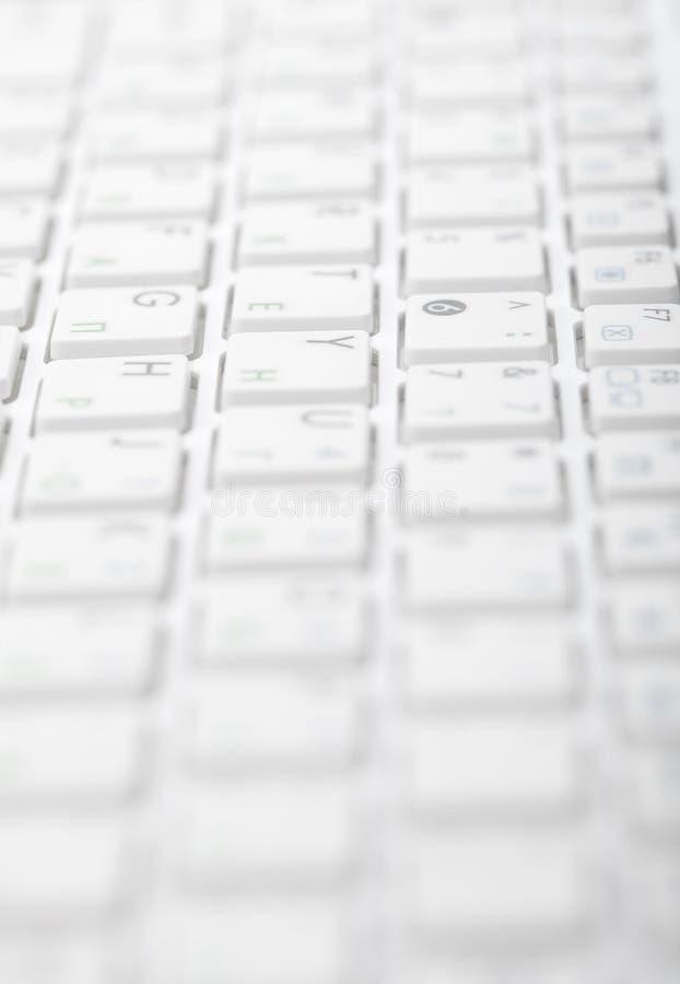 Abrégez le fond gris - clavier d'ordinateur images stock