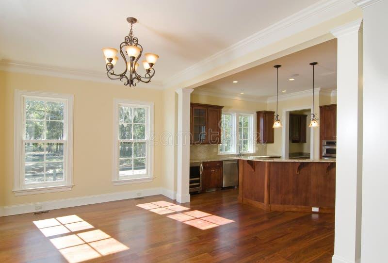 Abra a cozinha e a área de jantar foto de stock royalty free