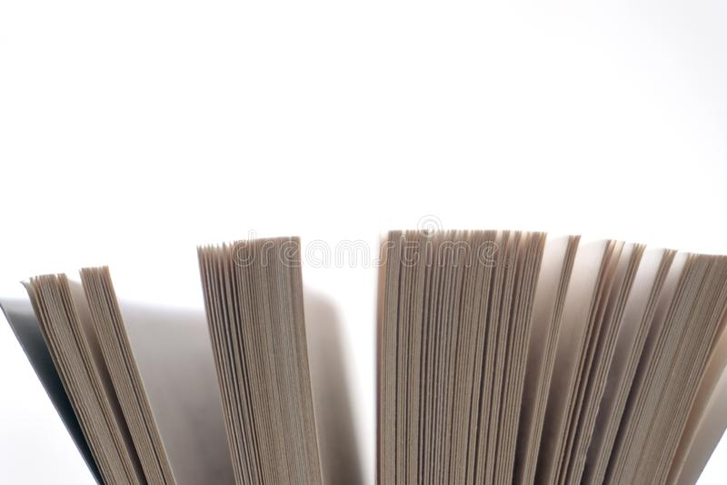 Abra el cierre del libro viejo, página del libro fotografía de archivo