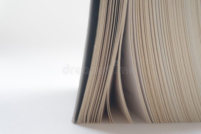 Abra el cierre del libro viejo, página del libro imagenes de archivo