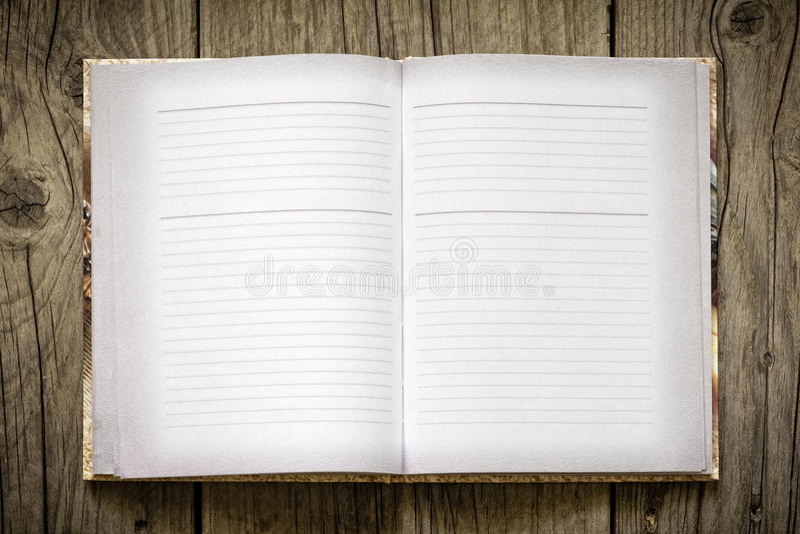 Abra el cuaderno fotografía de archivo libre de regalías