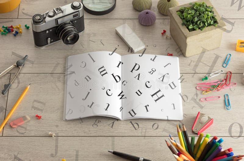 Abra el cuaderno con las letras en él fotos de archivo libres de regalías