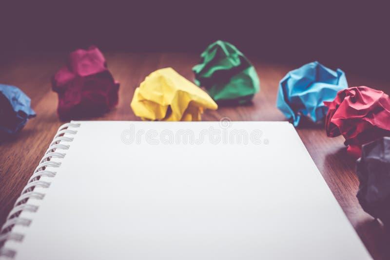 Abra El Libro Blanco Y El Lápiz En Blanco De La Carpeta De Anillo ...