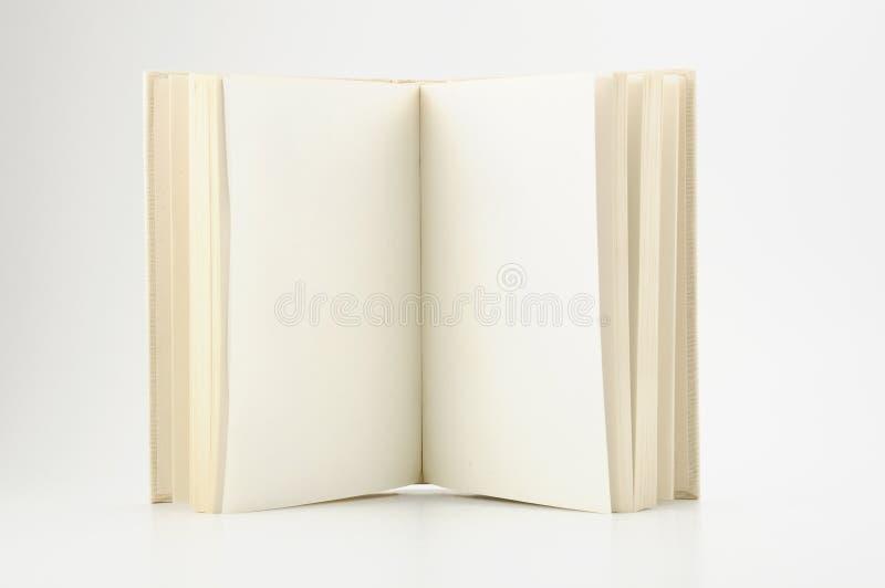 Abra el libro con las paginaciones vacías foto de archivo libre de regalías