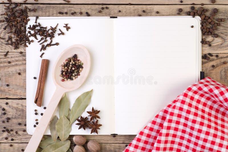 Abra el libro de cocina imagen de archivo libre de regalías