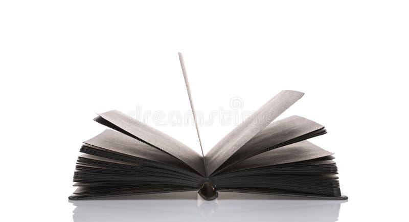 Abra el libro negro en el fondo blanco foto de archivo libre de regalías