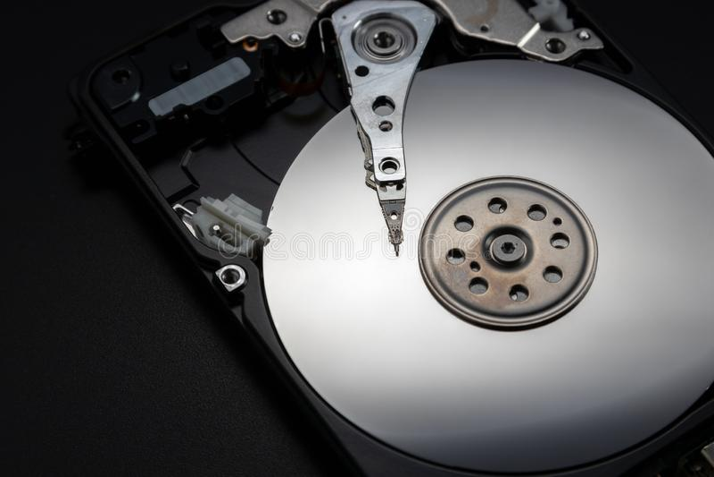 Abra el mecanismo impulsor de disco duro El concepto de almacenamiento de datos imagenes de archivo