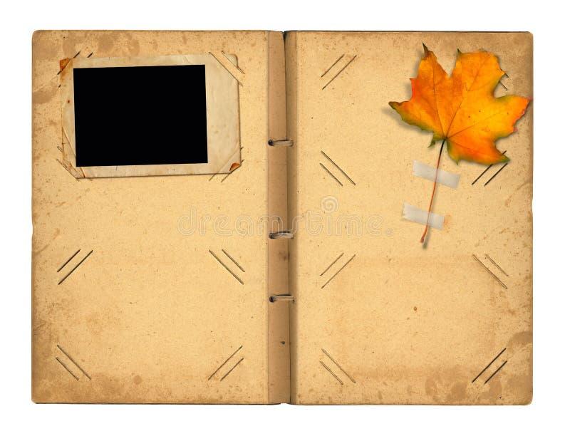 Download Abra El Photoalbum Del Vintage Para Las Fotos Con Follaje Del Otoño Stock de ilustración - Ilustración de nostalgia, diseño: 44850585