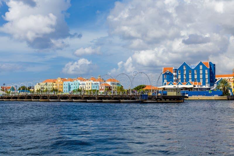 Abra el puente pontón en Curaçao imagen de archivo