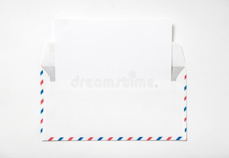 Abra el sobre con una hoja de papel imágenes de archivo libres de regalías