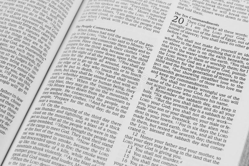 abra la biblia fotografía de archivo libre de regalías