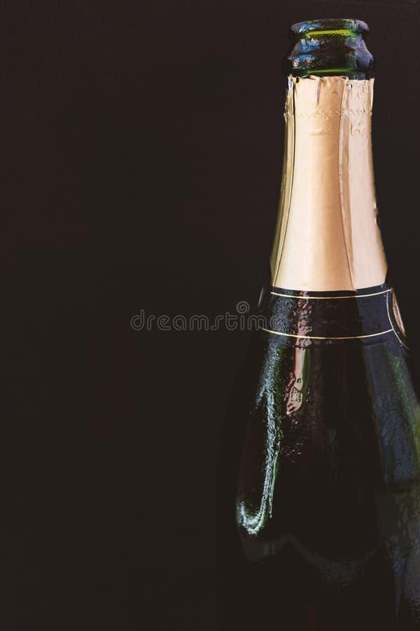 Abra la botella de champán imagenes de archivo
