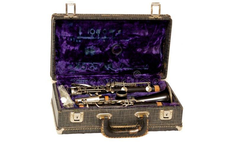 Abra la caja antigua del clarinete en blanco imagen de archivo libre de regalías