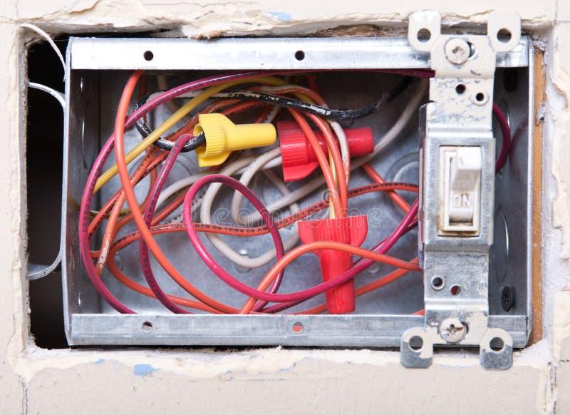 Abra la caja de interruptor de la luz eléctrica foto de archivo libre de regalías