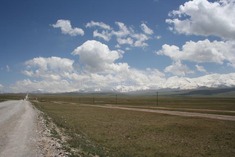 Abra la estepa Kirguistán imagen de archivo