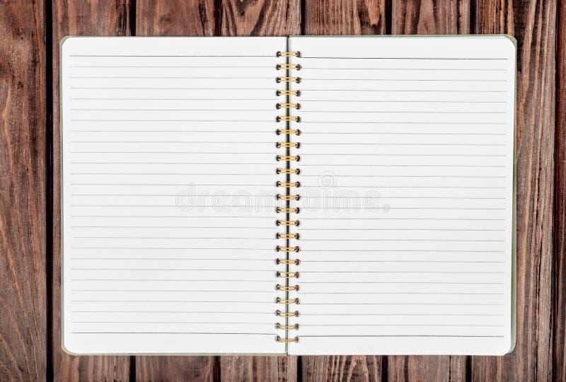 Abra la libreta en blanco con la colocación vacía de los white pages fotos de archivo libres de regalías