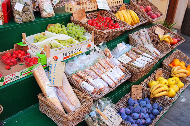 Abra la mercado de la fruta foto de archivo libre de regalías