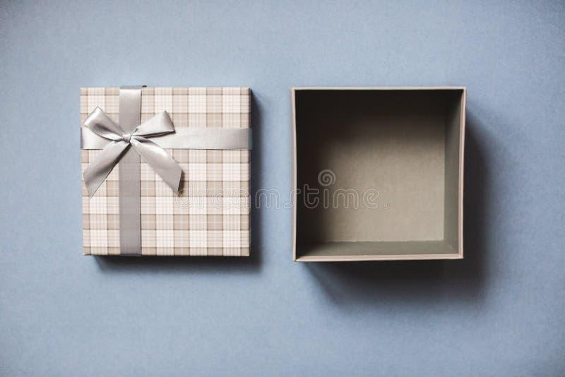 Abra la opinión superior de la caja de regalo fotos de archivo libres de regalías