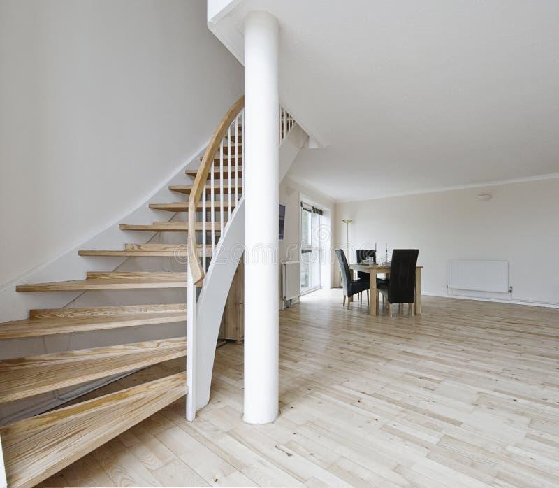 Abra la sala de estar del plan con la escalera foto de archivo libre de regalías