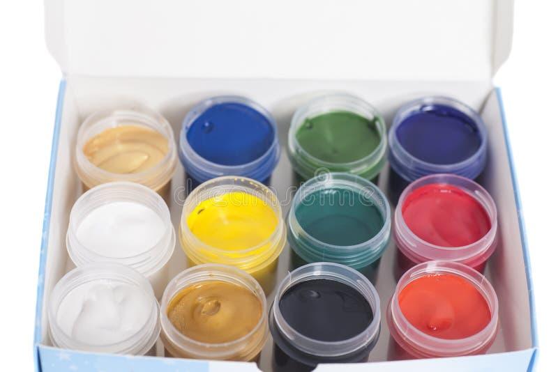 Abra las latas coloridas de pintura del aguazo en caja fotografía de archivo