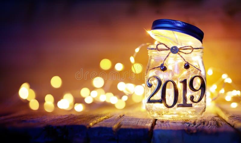 Abra 2019 - las luces de la Navidad en el tarro imagen de archivo