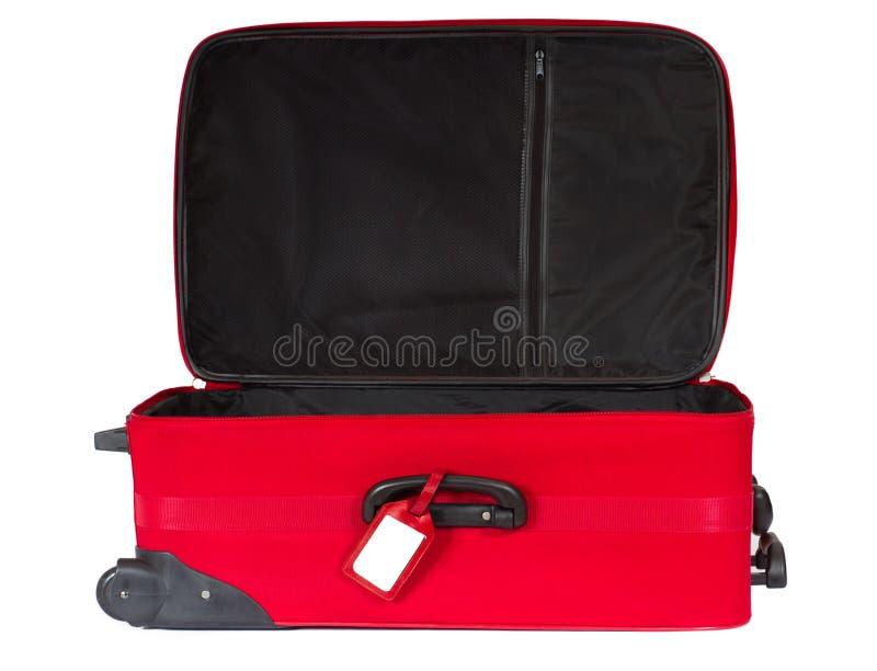 Abra a mala de viagem vermelha com o Tag em branco sobre o branco. foto de stock royalty free