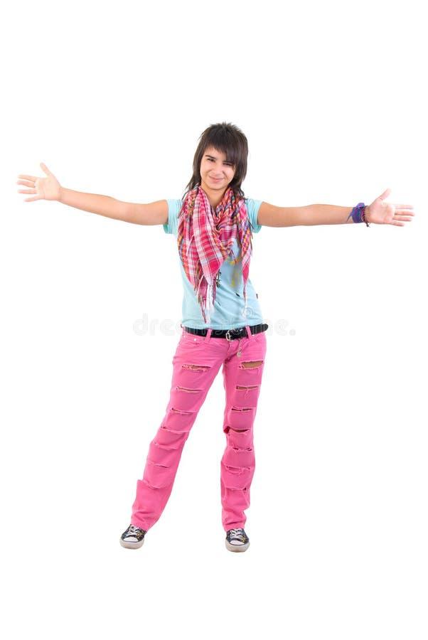 Abra a menina dos braços em calças de brim rasgadas cor-de-rosa. fotografia de stock