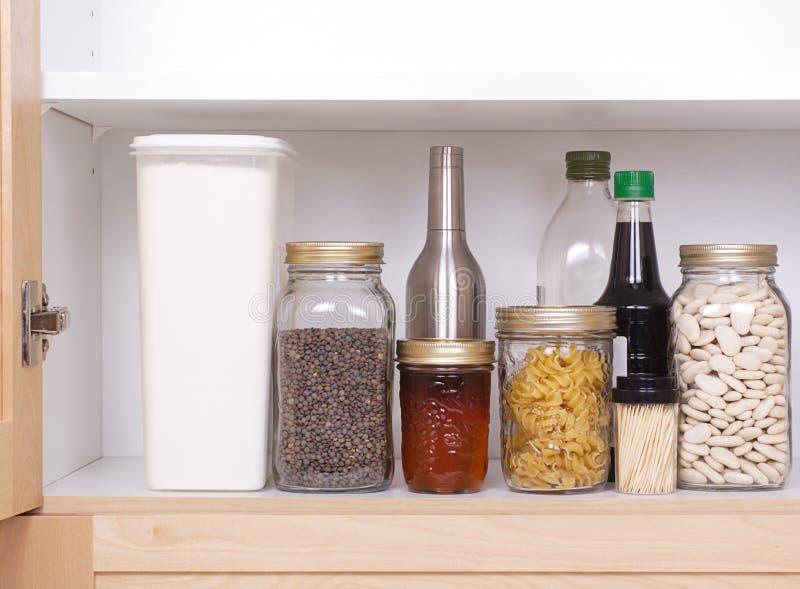 Abra o armário da cozinha fotos de stock royalty free