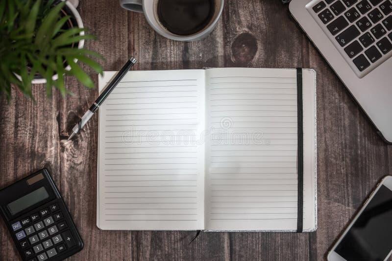 Abra o caderno para a escrita fotos de stock royalty free