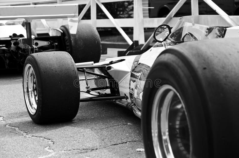 Abra o carro de corridas da roda preto e branco imagens de stock royalty free