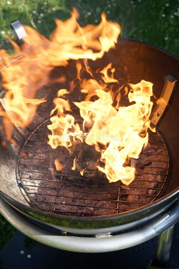 Abra o fogo na grade foto de stock