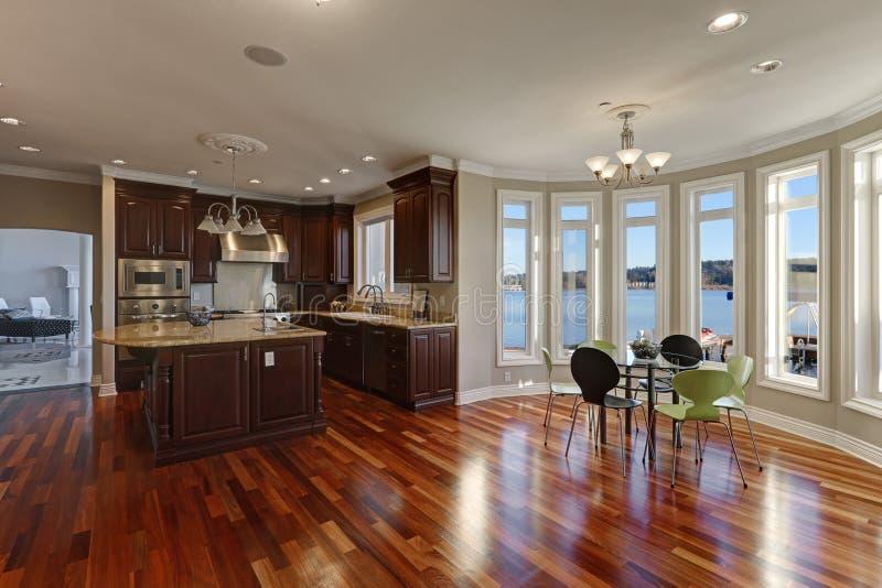Abra o interior da planta baixa da casa luxuosa da margem foto de stock royalty free