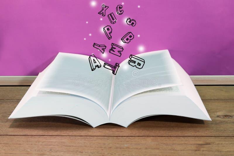 Abra o livro com as letras que flutuam nele com uma placa cor-de-rosa imagens de stock royalty free