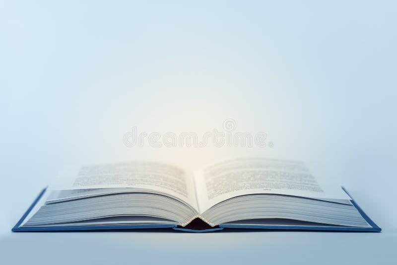 Abra o livro com luz para dentro fotografia de stock