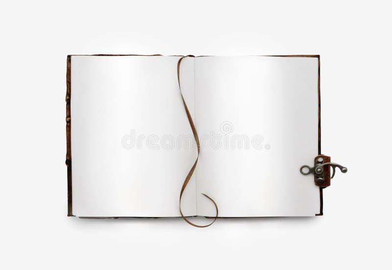 Abra o livro com white pages, com um marcador Emperramento de couro com fechamento Isolado Opinião superior do vintage fotografia de stock
