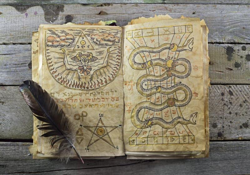 Abra o livro mágico 2 imagem de stock