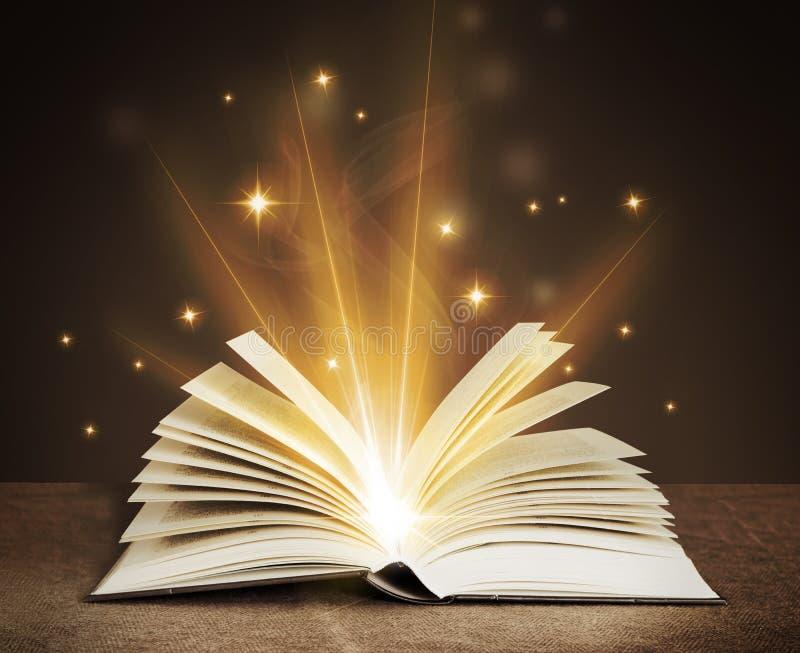 Abra o livro mágico fotografia de stock