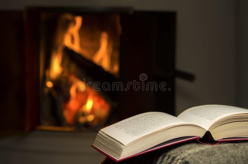 Abra o livro pela chaminé. fotos de stock royalty free