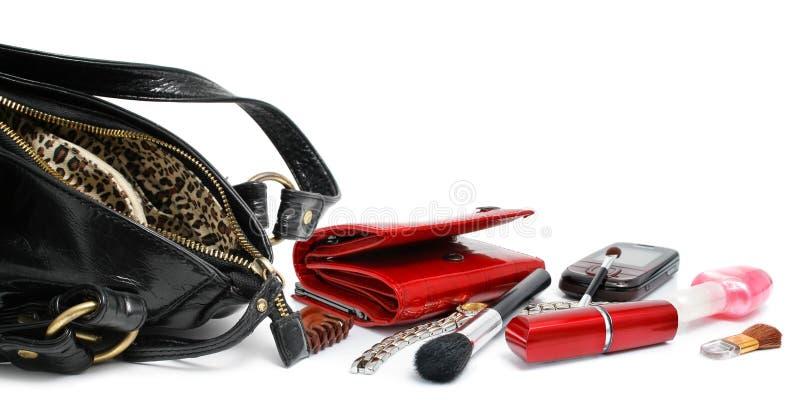 Abra o saco preto com os acessórios cosméticos fêmeas fotos de stock