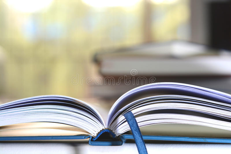 Abra páginas do livro imagem de stock