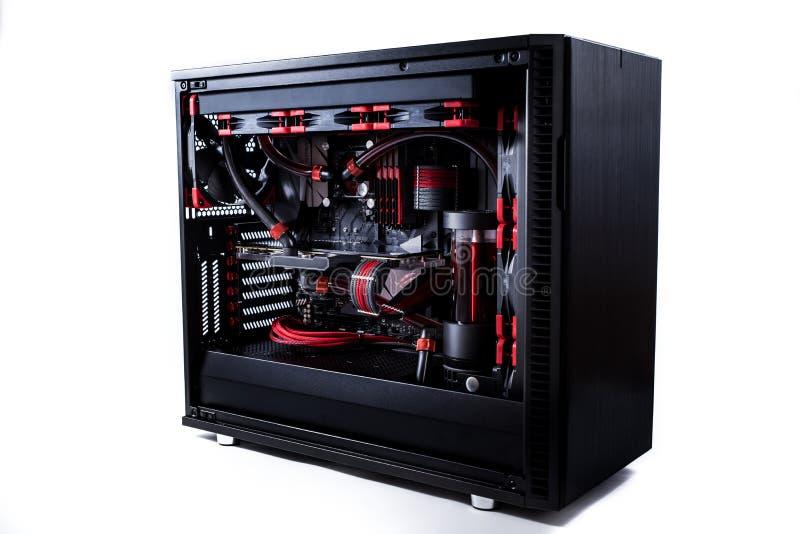Abra seu computador com um sistema de refrigeração da água, um processador, uma placa gráfica, um fã do cartão-matriz fotografia de stock royalty free